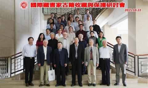 Ein Gruppenfoto von der International Collector's Conference on Collecting and Preserving Rara